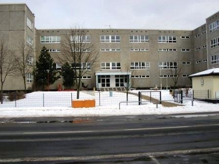 Schule Vorne Winter